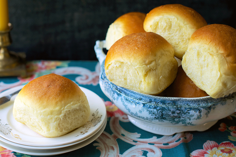 amish-dinner-rolls_0815.jpg