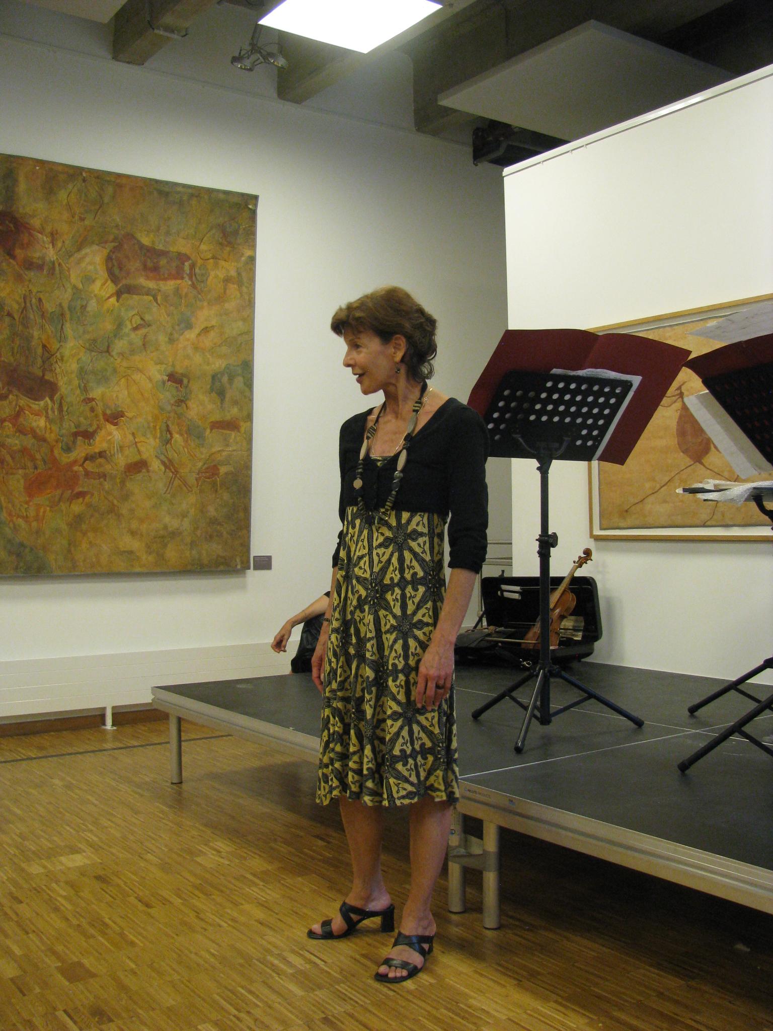 """Gabriella Scheer performs Clarice Lispector's """"é para lá que eu vou."""""""