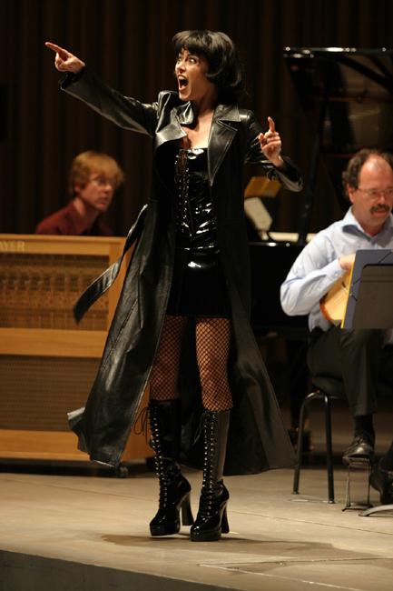 Barbara Hannigan singing & conducting  Mysteries of the Macabre