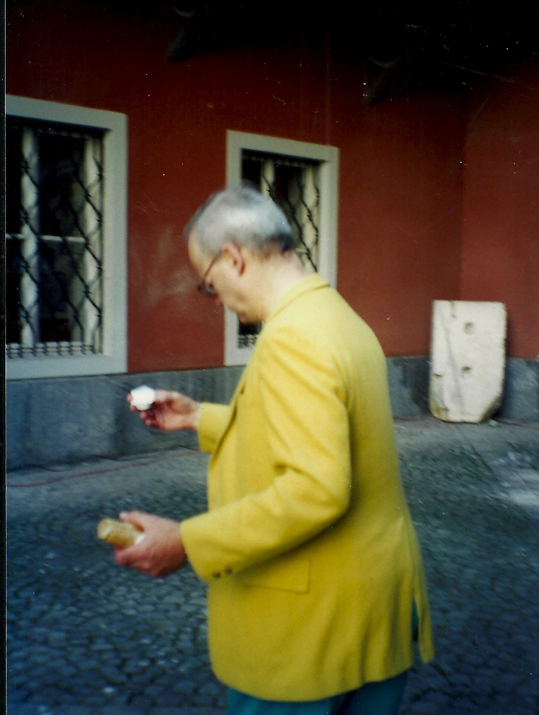 Tony Conrad  at the Steirischer Herbst festival, Graz, Austria, 1999 (photo credit: David Grubbs)