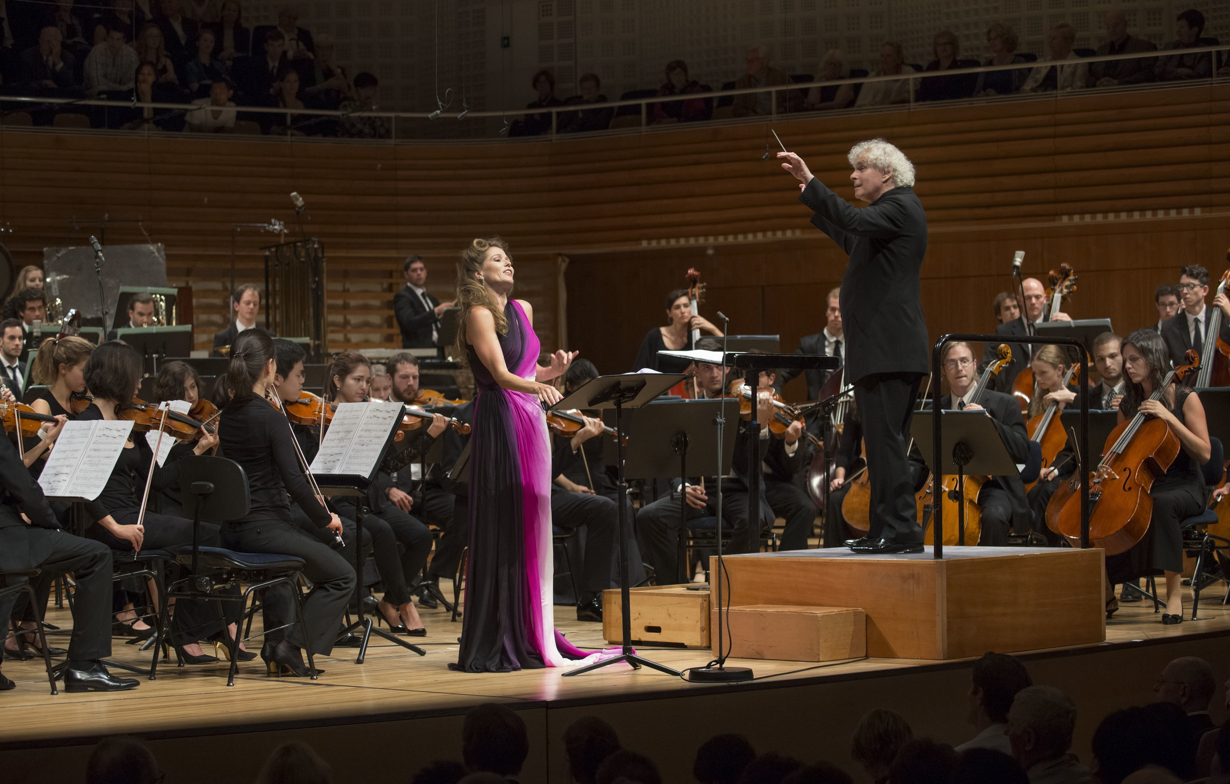 Barbara Hannigan, Sir Simon Rattle, and the Berliner Philharmoniker deliver the world premiere of  Le Silence des Sirènes  for soprano and orchestra, August 23, 2014. Photograph courtesy of the Lucerne Festival. Copyright Priska Ketterer/Lucerne Festival.