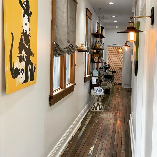 Picture yourself here? The time has come to fill a spot in our hearts and our salon.  #neworleanshairstylist#neworleanshairdresser#neworleans#boothrental#boothforrent#nolaboothrental#davinessalons#nolahairstylist#happyhairstartshere#happystylist=happyhair