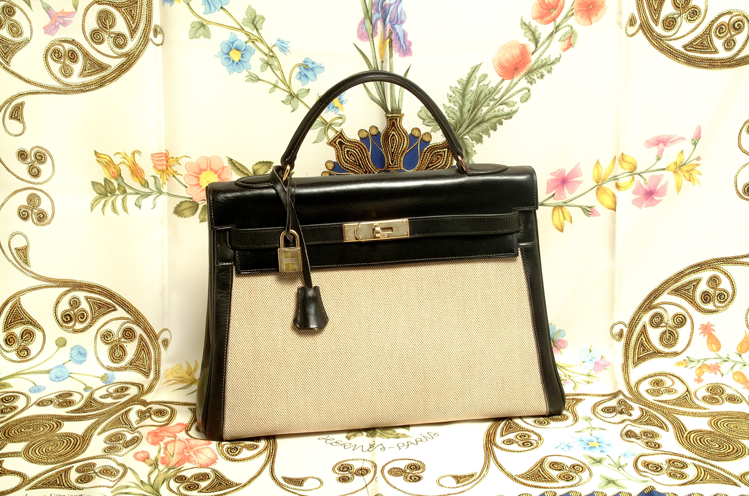 A very elegant Hermès bag for all season and time