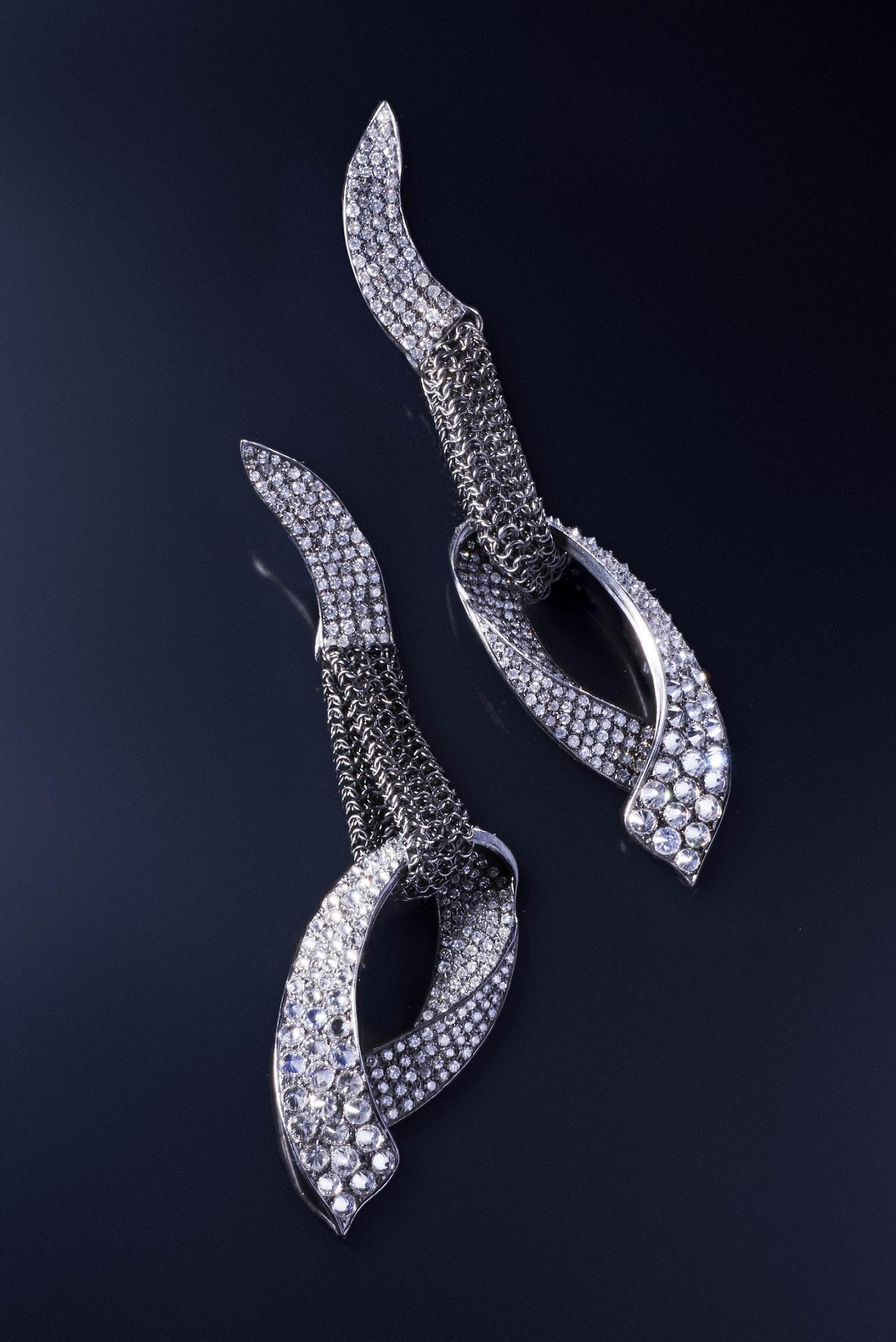 HEDY MARTINELLI - Orecchini  in oro bianco e rete d'argento con brillanti rovesciati.jpg