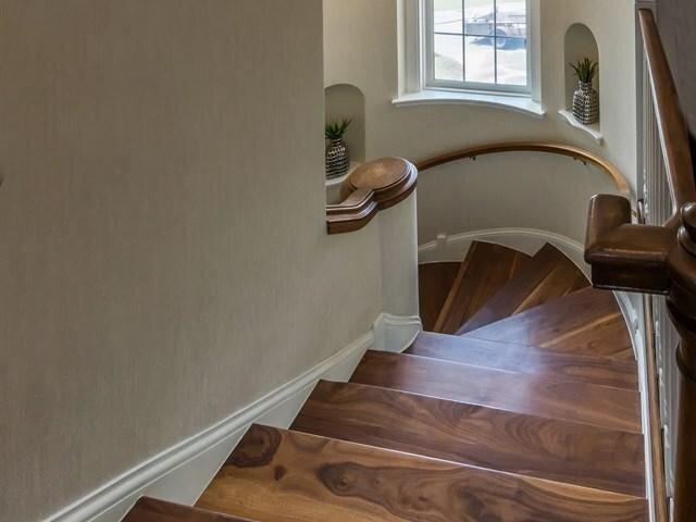 6600_Interlachen_Blvd_stairs.jpg