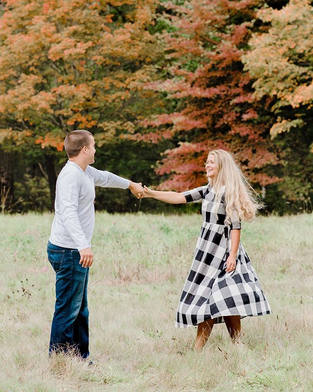Crisp fall air + changing leaves + plaid dresses = all the heart eyes ⁠😍😍😍 .⁠⠀ .⁠⠀ .⁠⠀ .⁠⠀ .⁠⠀ .⁠⠀ .⁠⠀ #annemariekphoto #pnwphotographer #pursuepretty #creativeatheart #soloverly #flashesofdelight #prettylittlesquares #creativepreneur #petitejoys #lightandairy⠀⠀⁠⠀ #lightandairyphotographer #heartmagazine #thatsdarling #fineartphotography #fineartcuration  #engagementsession #fallphotoshoot #fallfamilyphotoshoot #fallishere #thehappynow #naturallightphotography #portraitcollective #pursuitofportraits #thelightandairycollection⠀#tacomafamilyportraits #tacomaphotographer #tacomaportraits ⁠⠀