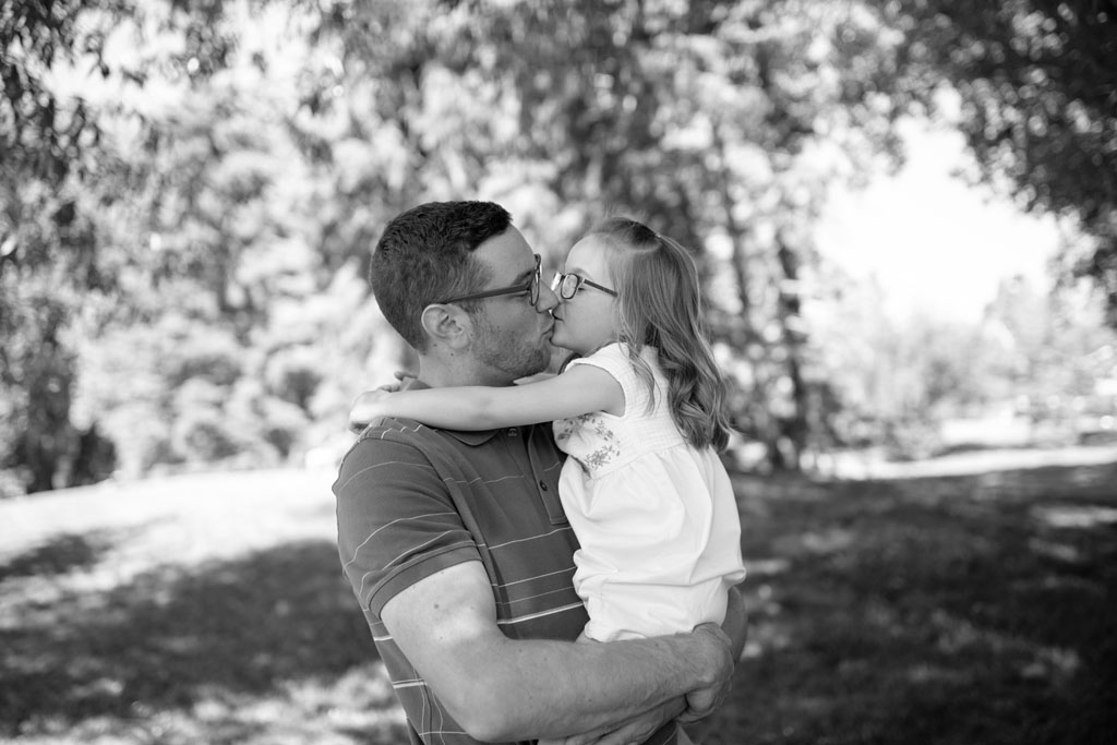 Photograph of a Dad  and his young daughter, taken by family photographer Laura Grace Photography in Calgary, AB.