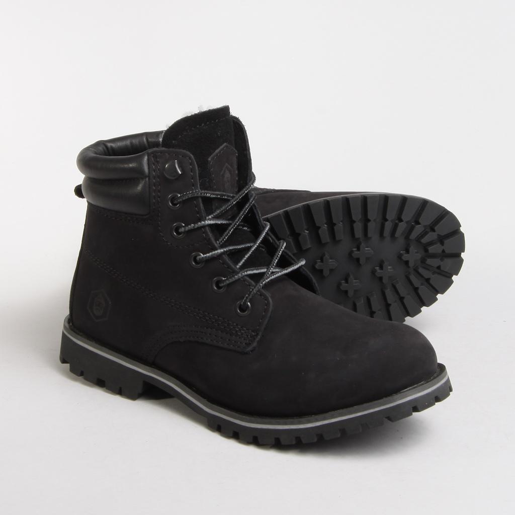 Артикул:  TW169-2-04-N-W | Чёрный     Модель Work Boot- настоящая классика на все времена. Эта модель стала популярна в 70-е годы и с тех пор из моды не выходила. Она актуальна во все времена и легко сочетается с повседневным гардеробом.  Ботинки сделаны из прочного водонепроницаемого нубука с отделкой из кожи. Внутренняя часть изготовлена из шерсти. Установлены на износостойкую и нескользящую резиновую подошву с протектором.  Полностью прошитый верх ботинка гарантирует качество модели.  Логотип бренда с тиснением.  - Настоящая классика на все времена  - Сделаны из прочного водонепроницаемого нубука  - Внутренняя часть изготовлена из шерсти  - Установлены на износостойкую и нескользящую резиновую подошву с протектором  - Легко сочетать с другими вещами    Верх: натуральный нубук; подкладка: 50% натуральная шерсть; подошва: резина