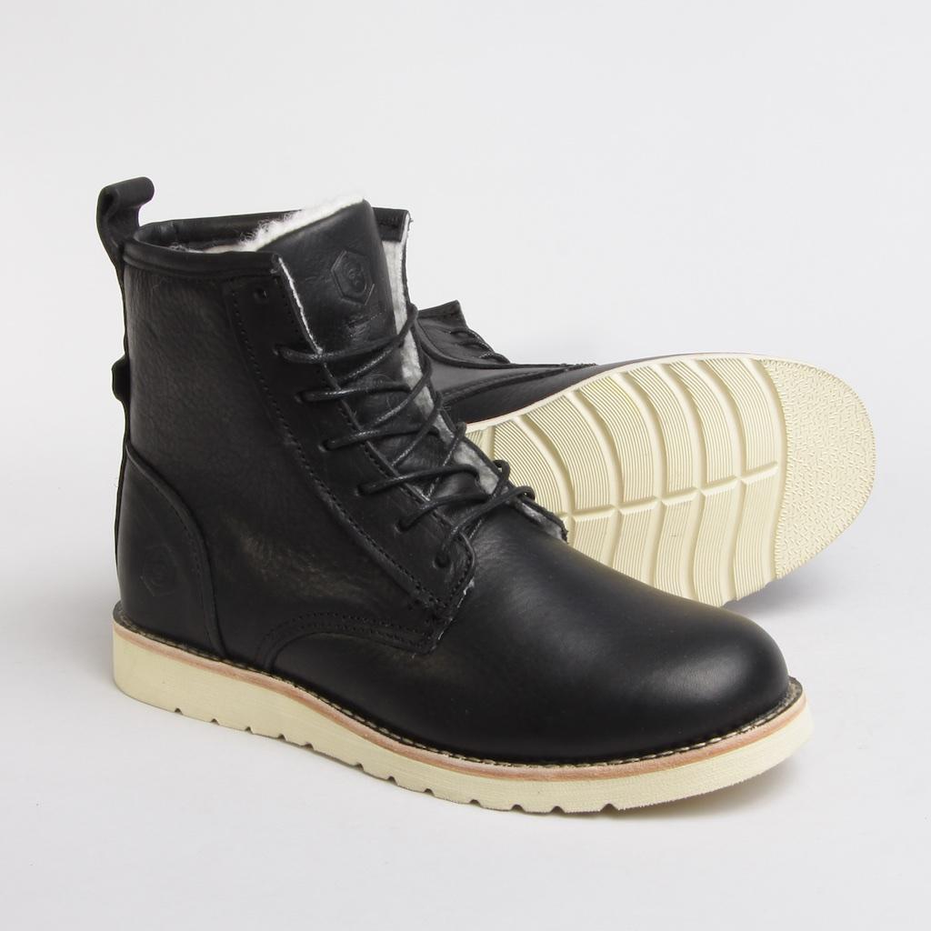 Артикул: TW7127-04W | Чёрный     Универсальные ботинки на каждый день, разработанные специалистами Jack Porter специально для условий русской зимы.  Ботинки сделаны из натуральной высококачественной кожи, утеплены шерстью и установлены на облегченную резиновую подошву, благодаря чему ваша нога не устанет даже во время длительного использования обуви.  Полностью прошитый верх ботинка гарантирует качество модели. . Логотип бренда с тиснением.    - Универсальные ботинки на каждый день  - Адаптированы для русской зимы  - Сделаны из натуральной высококачественной кожи  - Утеплены шерстью  - Установлены на облегченную подошву    Верх: натуральная кожа; подкладка: 50% натуральная шерсть; подошва: резина
