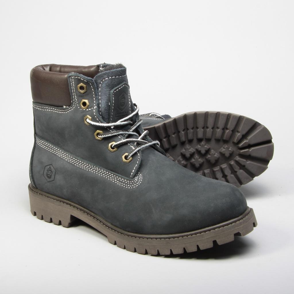Артикул: TW050-04w | Синий     Модель Work Boot- настоящая классика на все времена. Эта модель стала популярна в 70-е годы и с тех пор из моды не выходила. Она актуальна во все времена и легко сочетается с повседневным гардеробом.  Ботинки сделаны из прочного водонепроницаемого нубука с отделкой из кожи. Внутренняя часть изготовлена из шерсти. Установлены на износостойкую и нескользящую резиновую подошву с протектором.  Полностью прошитый верх ботинка гарантирует качество модели.  Логотип бренда с тиснением.  - Настоящая классика на все времена  - Сделаны из прочного водонепроницаемого нубука  - Внутренняя часть изготовлена из шерсти  - Установлены на износостойкую и нескользящую резиновую подошву с протектором  - Легко сочетать с другими вещами    Верх: натуральный нубук; подкладка: 50% натуральная шерсть; подошва: резина