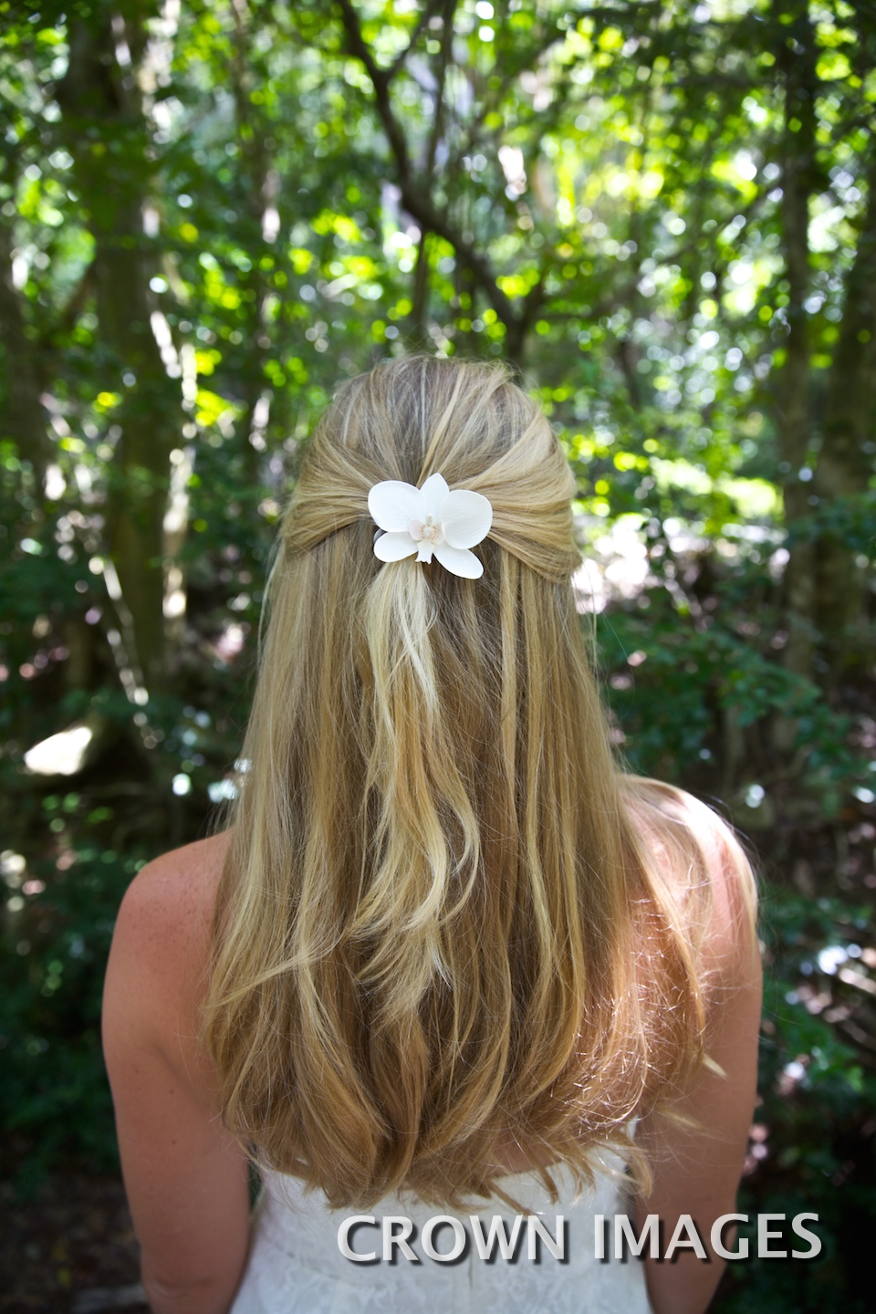 wedding hairstyle for the beach