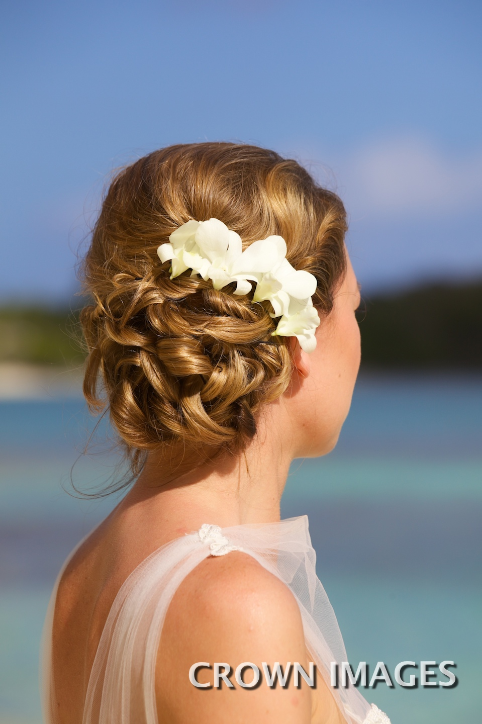 bridal hairstyles for the beach