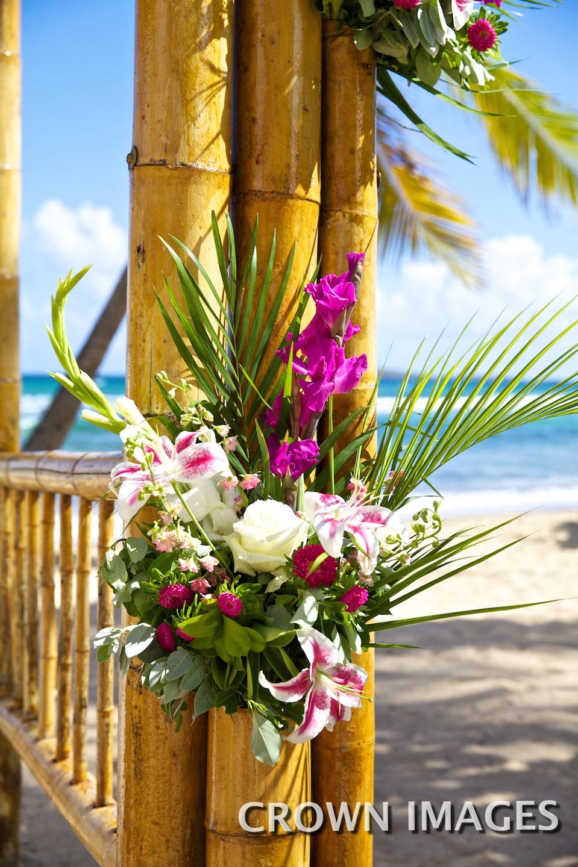bolongo bay beach wedding set up