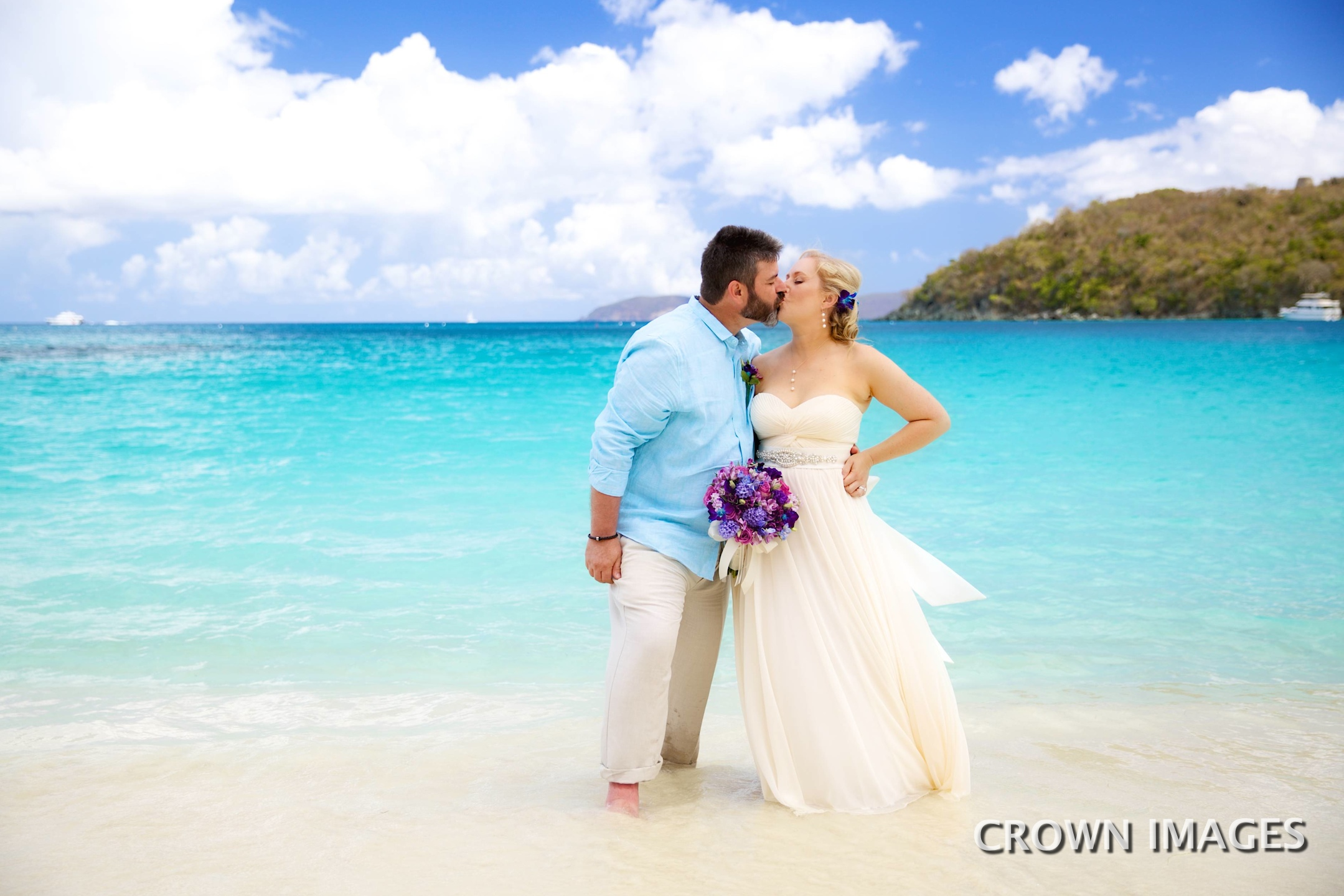 hawksnest bay beach wedding