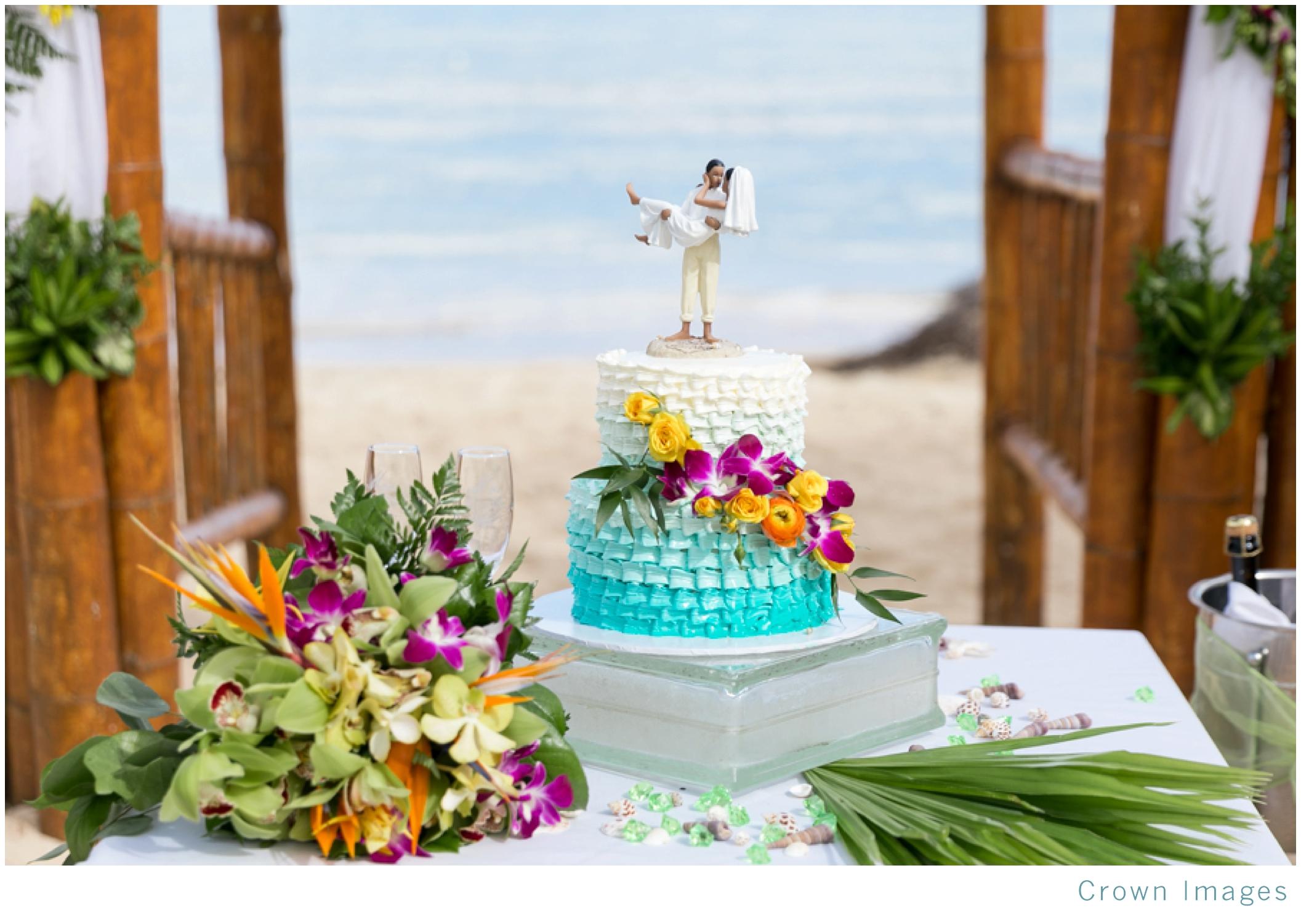 wedding-cake-on-the-beach