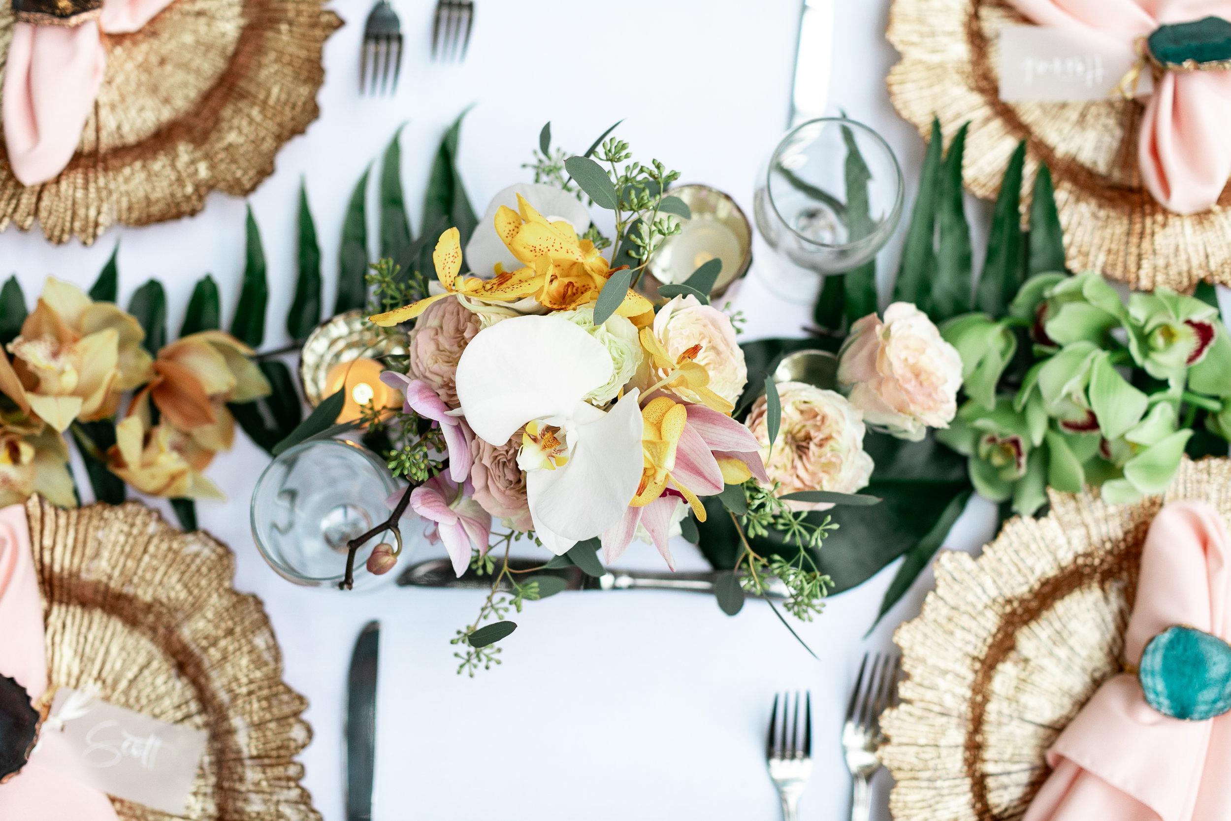 wedding-photographer-st-thomas-reception-table