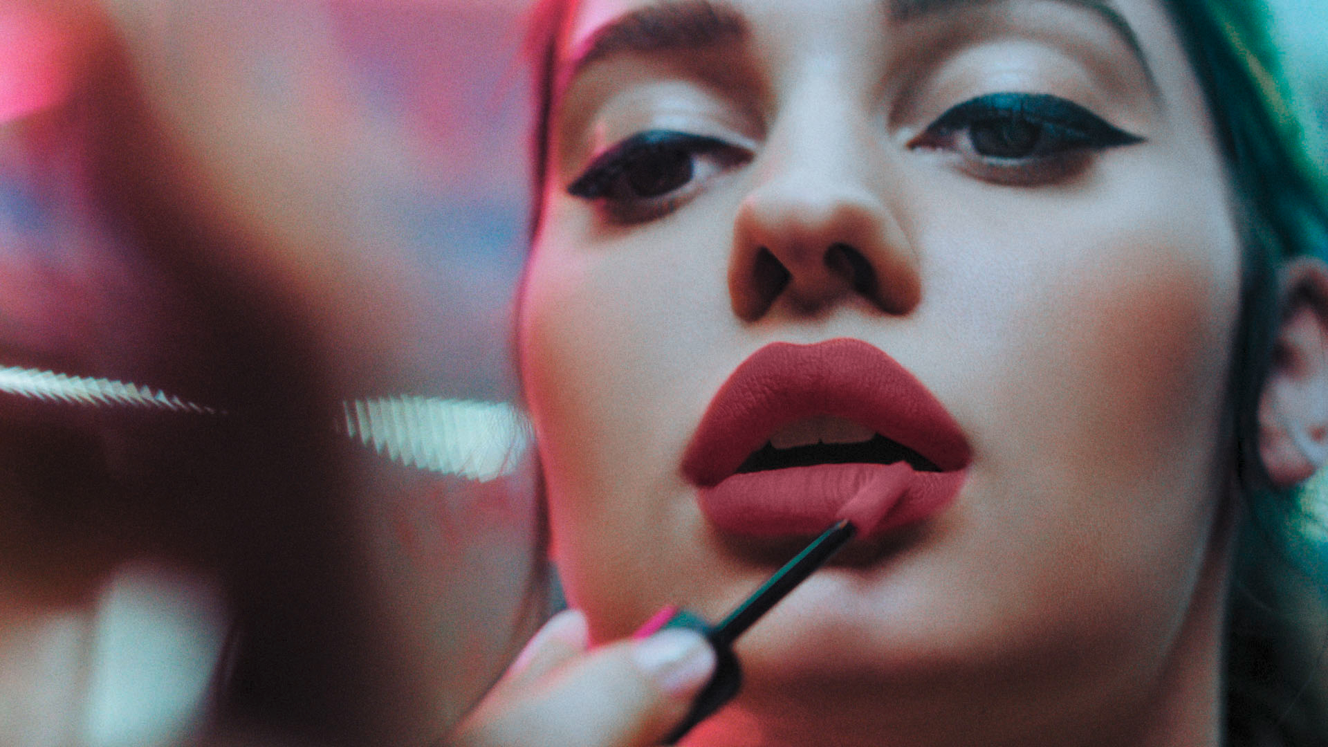 WERBEWELT-MANHATTAN-Cosmetics-Beauty-In-The-Streets-Brand-relaunch-campaign.jpg
