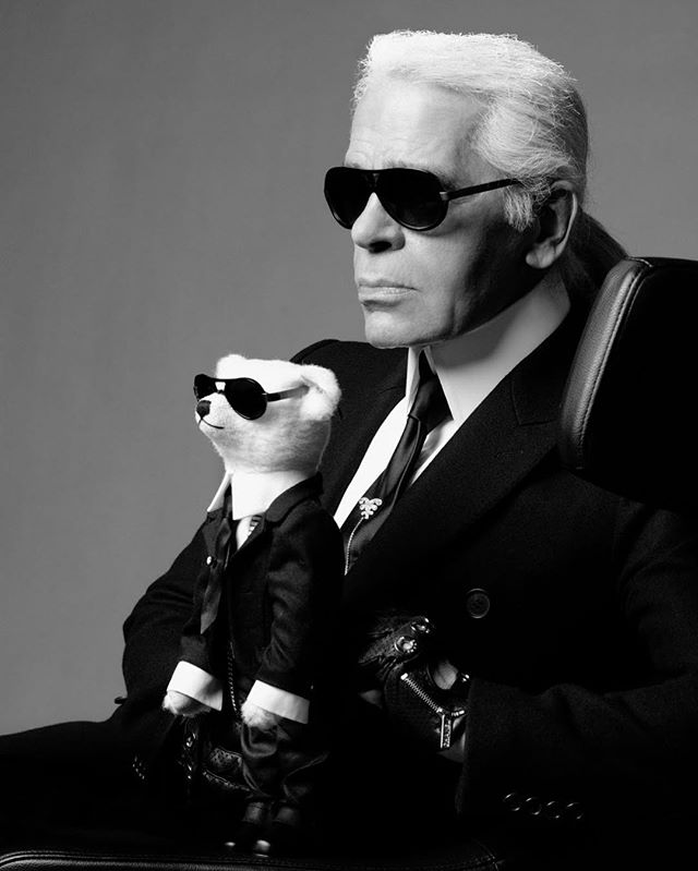RIP Karl Lagerfeld. Here in our campaign we created for Steiff. We remember his passion, his creativity and his uncomplicated way of working together! It was actually his idea to do this picture himself. Truly one of the greatest! 😢 #karllagerfeld #steiff #rip #werbewelt #campaign #lagerfeld #photography
