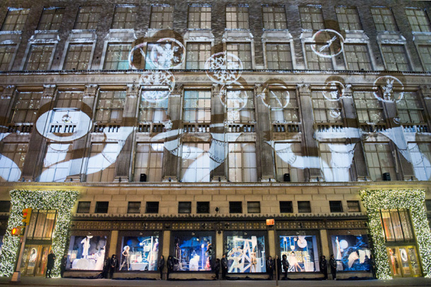 New-York_Christmas-Windows_yellowtrace_01.jpg