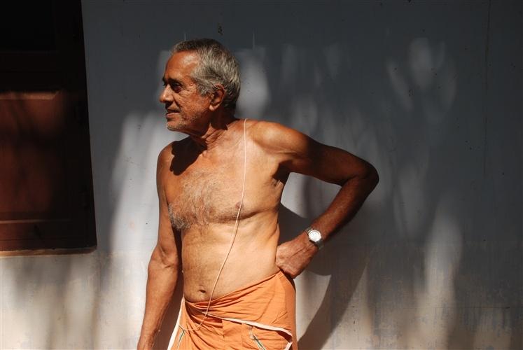 sansckrit-scholar-kannur-namboothiri-old-manoj-sepiastory-atlanta-photographer-available-light-natural-portraits-seniors-0016_500H.jpg