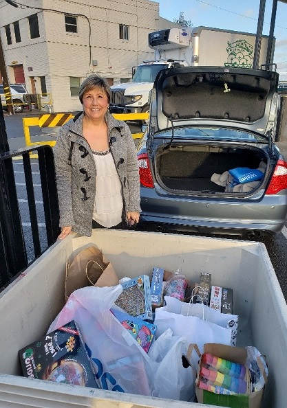 Patti Middleton delivers donations