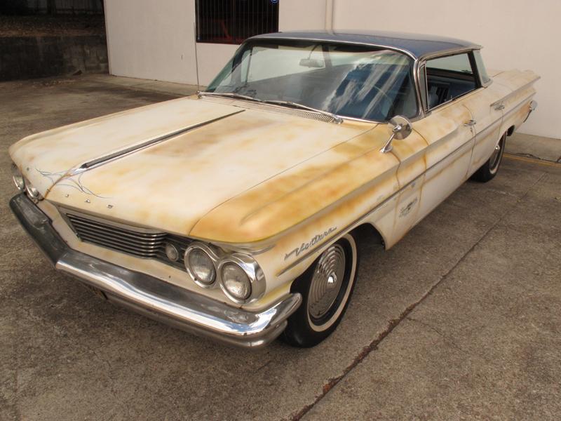 1960 Pontiac Ventura Sedan (2).jpg
