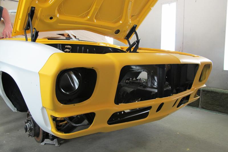 Chrome Yellow GTS HOlden HQ Sedan (26).jpg