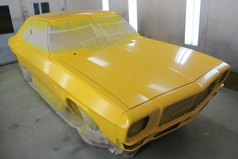 Holden HQ Sedan yellow with GTS stripes (59).jpg
