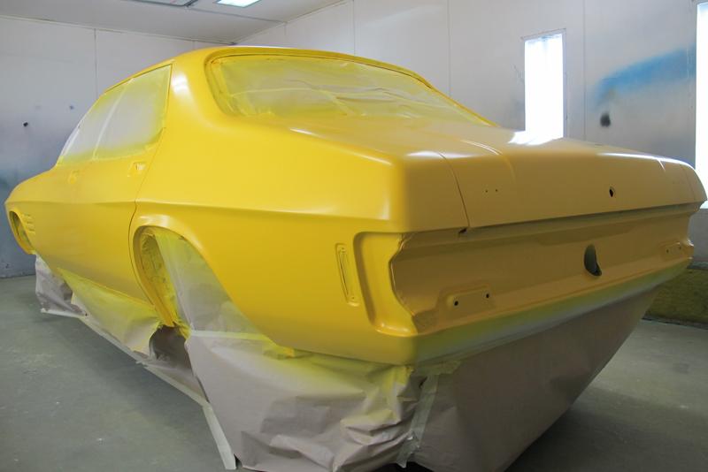 Holden HQ Sedan yellow with GTS stripes (52).jpg
