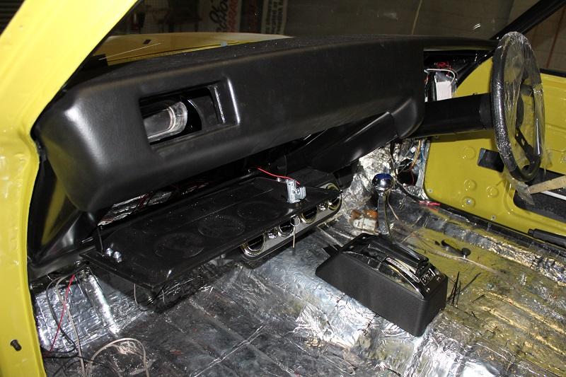Holden HQ interior sedan (2).JPG