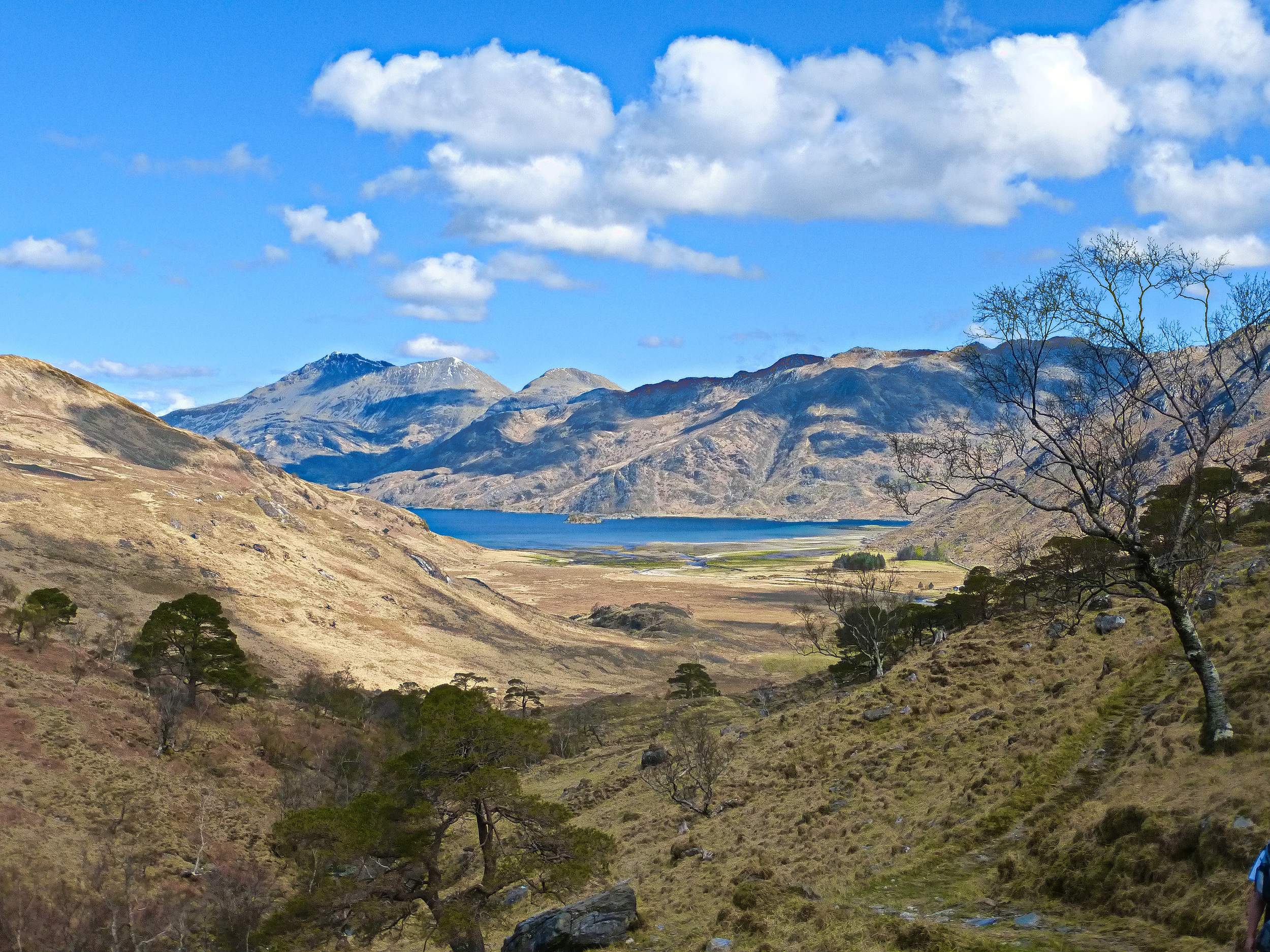 A look north down to Loch Hourn from Gleann Unndalain