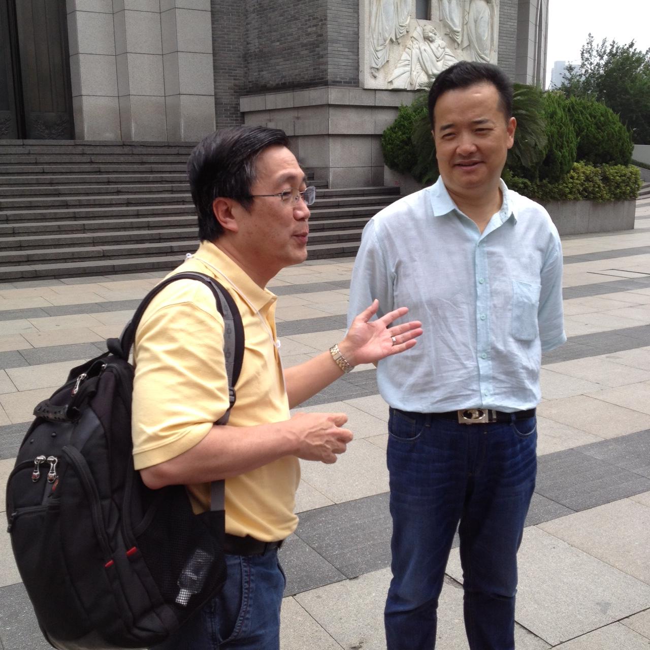 Dr. Peter Lim introduces his friend, Rev. Joseph Gu, senior pastor at the Chongyi Church