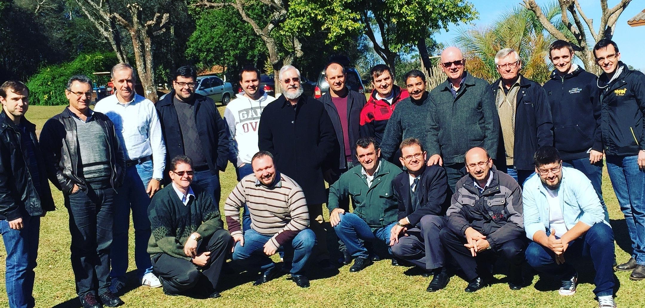 Rev. Dr. José Carlos Pezini and a SARA group