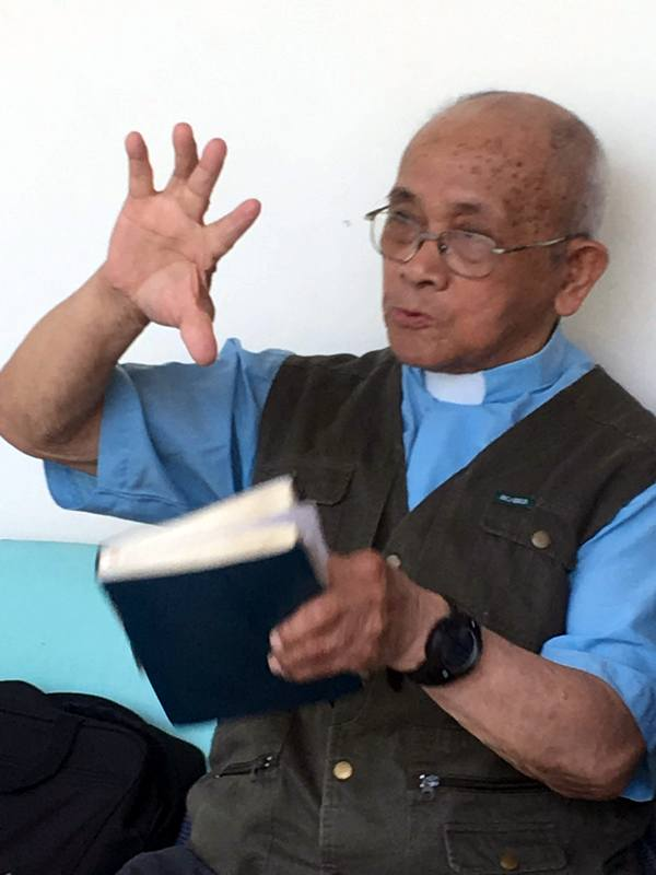 Eighty-six-year-old Pastor Ma sharing the power of the gospel