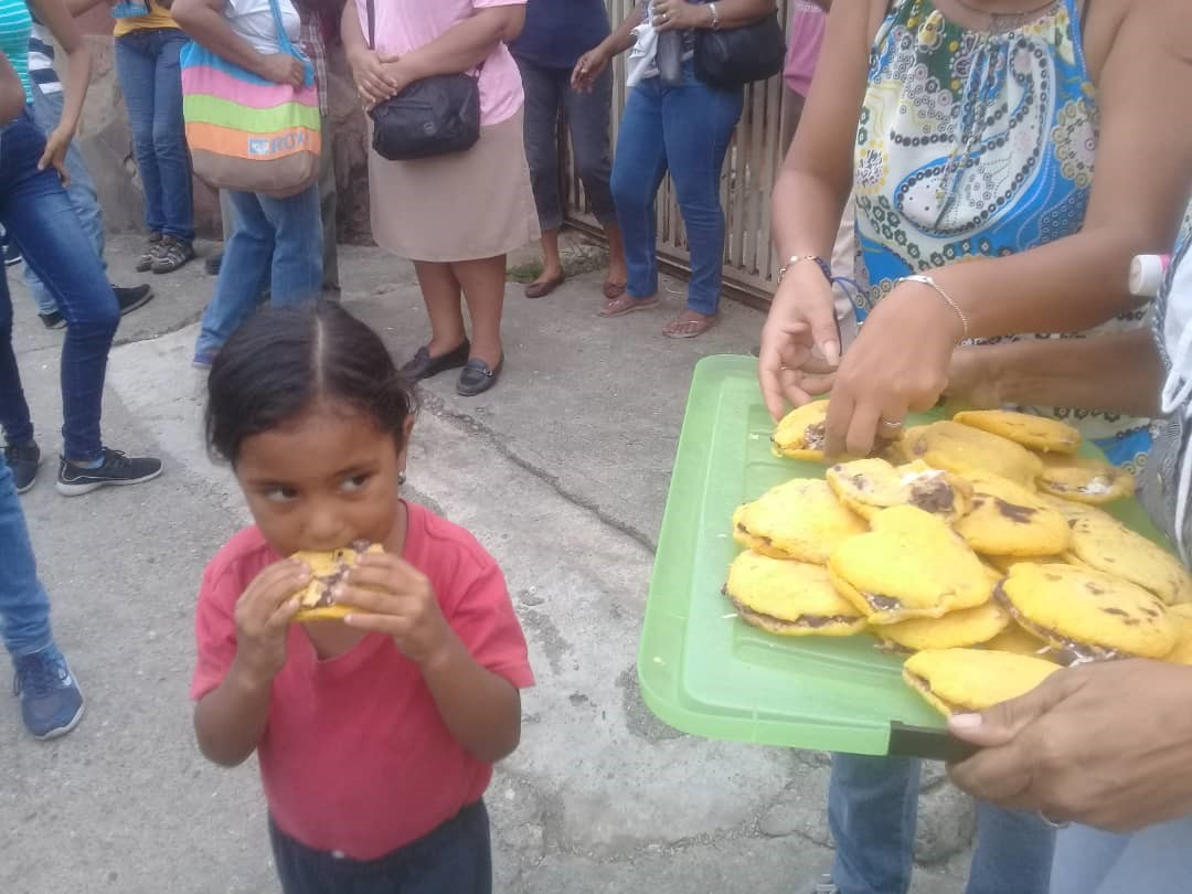 Community meal   Comida comunitaria