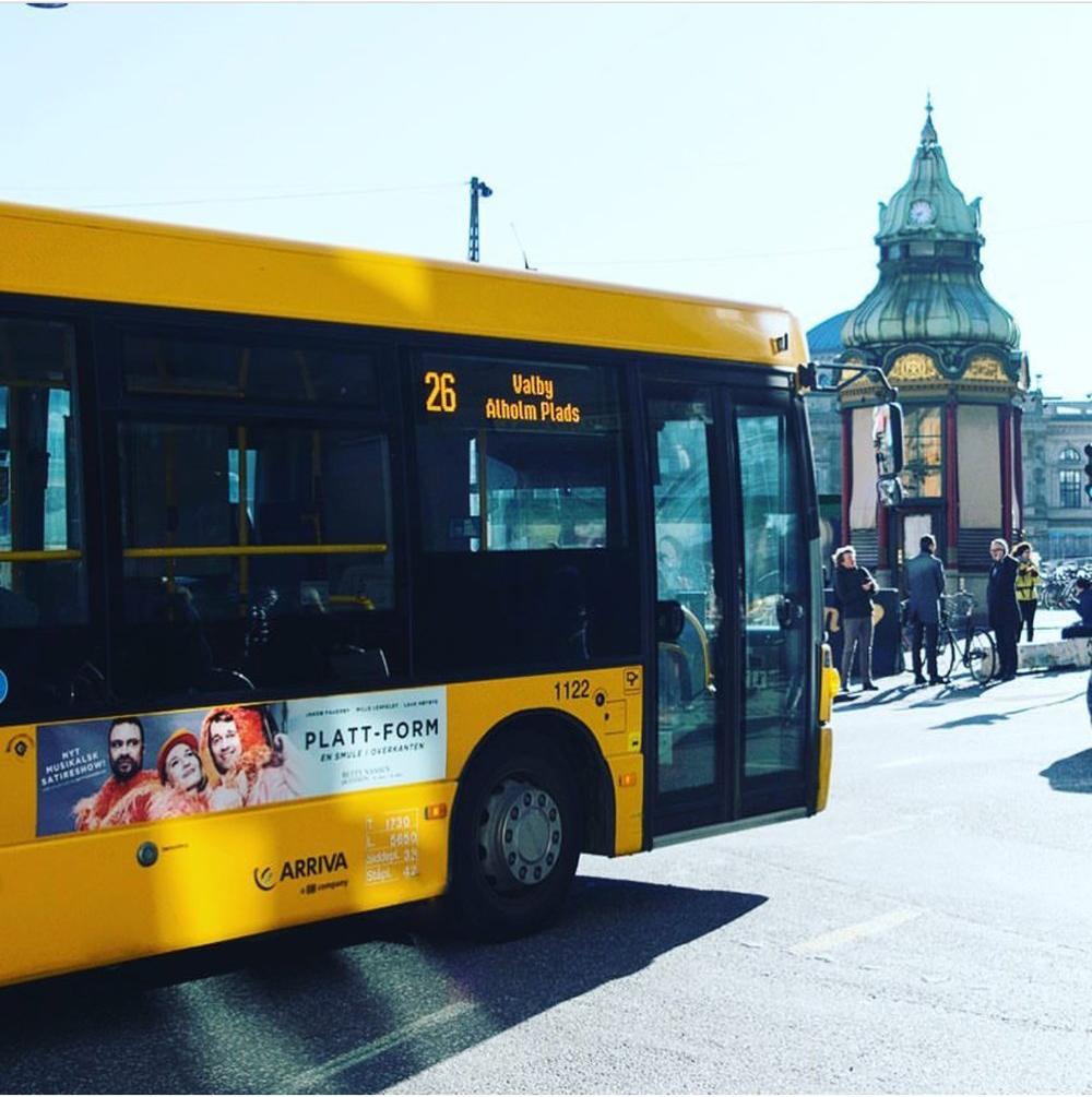 Busreklamer til Platt-Form 2017