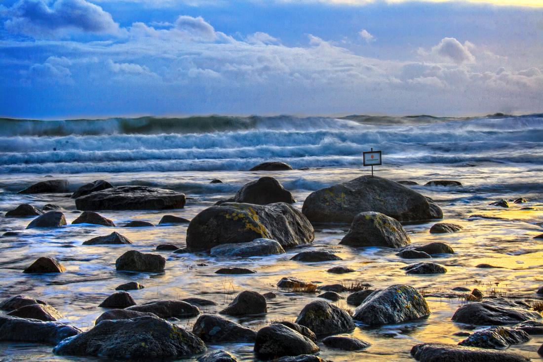 Det er ikke uvanlig at bølgene fra Skagerrak ankommer kysten med flere etasjer før de oppløses og skyller ned strendene på Mølen
