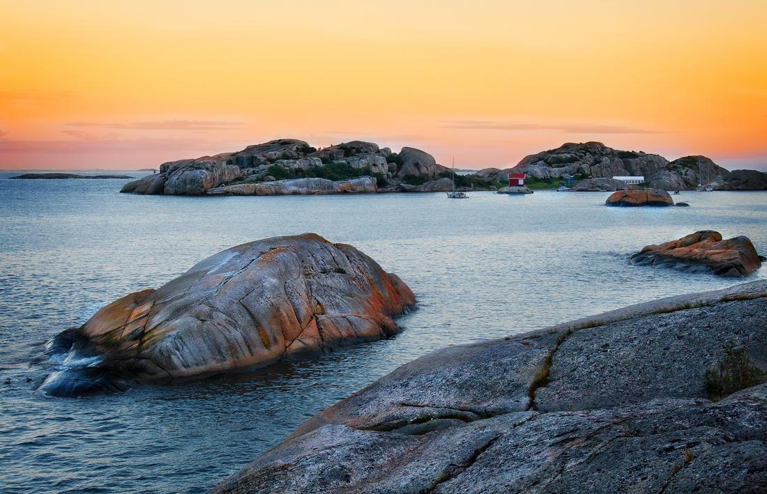 Martaholen (bakerst i bildet) er et populært utfartsmål for badegjester og båtfolk