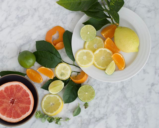 Nothing like a bit of fresh citrus to brighten your day. 🍋 Whether you're starting your mornings with a glass of lemon water or squeezing it over a crisp salad, the health benefits of citrus are hard to ignore. These fruits are rich in a variety of vitamins, including nutrients that boost heart health, protect your brain and make for strong immune systems. ∙ One thing to keep in mind is that fruit juices can be high in sugar. By far, the healthiest way to enjoy the benefits of citrus would be eating the whole fruit rather than just drinking the juice. ∙ I have a gorgeous Meyer Lemon tree in my backyard, so I send my boys out to pick them regularly, but citrus is SO EASY to come by—at your local farmer's market, or grocery store! Which citrus fruit is your fav!? 🍊