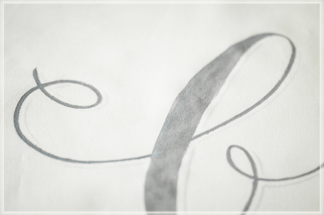 paint calligraphy /hand letteringon fabric banner forweddings andevents,  Lettering auf Stoff