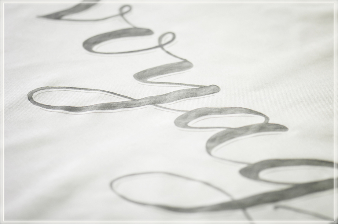 paint calligraphy /hand letteringon fabric banner forweddings andevents,  Lettering und Kalligraphie auf Stoff