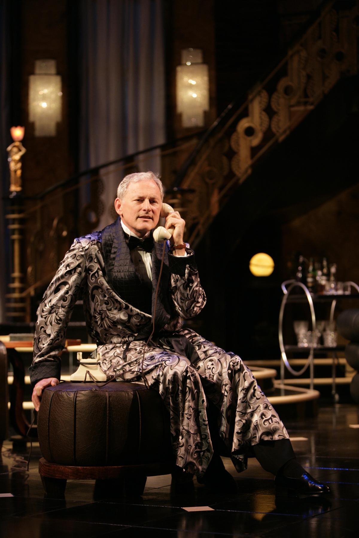 "Victor Garber, ""Present Laughter"" at Huntington Theatre"