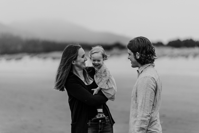 Nehalem Bay State Park family session Oregon photographer (10).jpg
