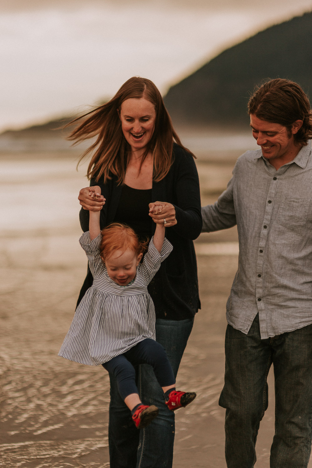 Nehalem Bay State Park family session Oregon photographer (62).jpg