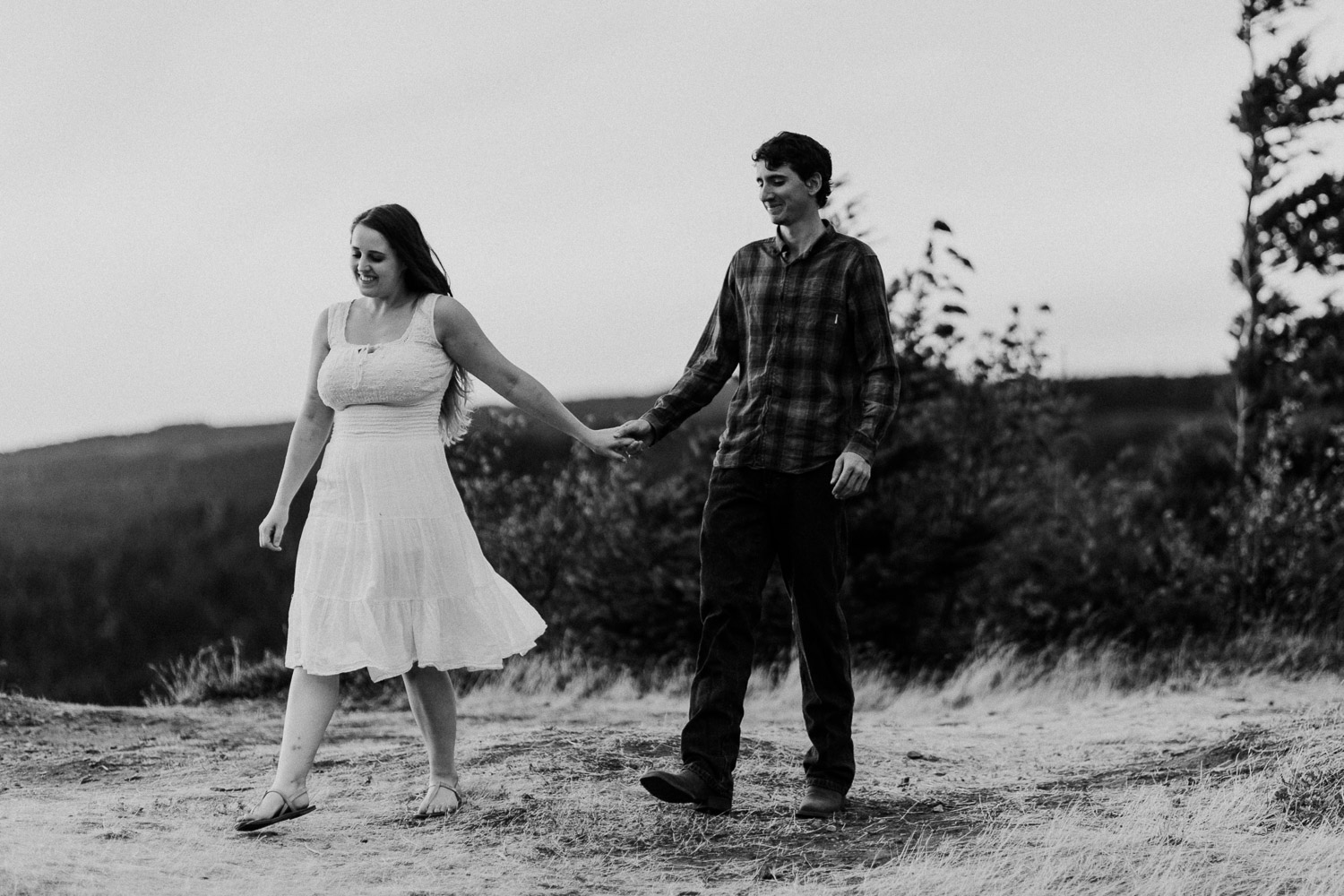 government cove columbia river gorge engagement session  (32).jpg