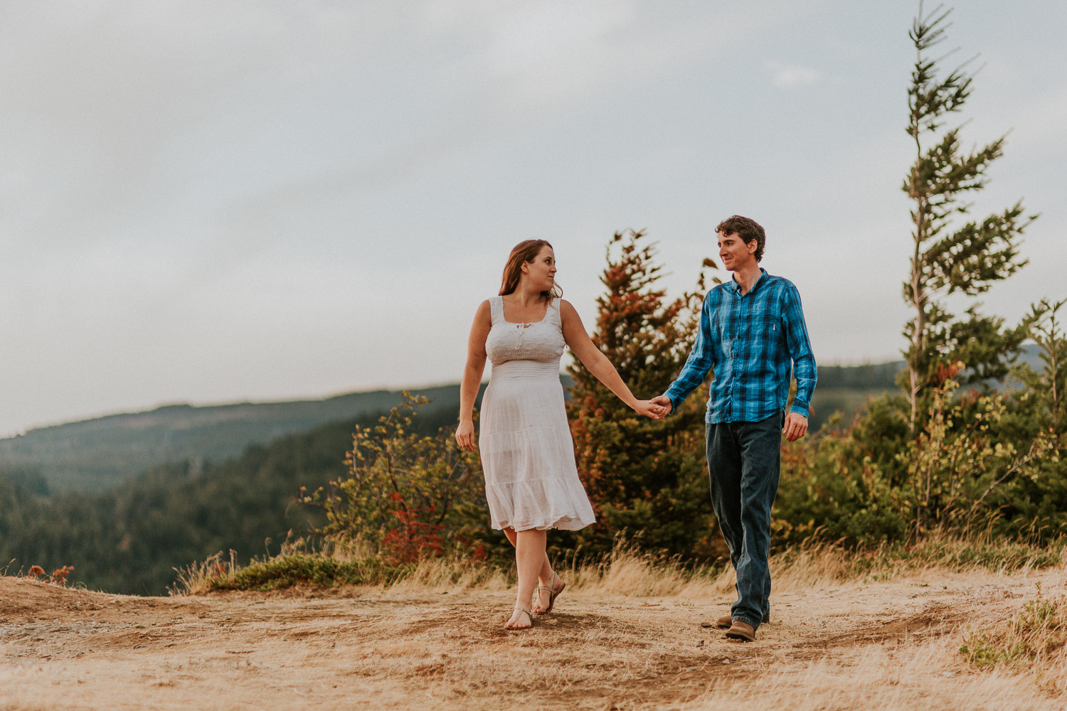 government cove columbia river gorge oregon engagement session