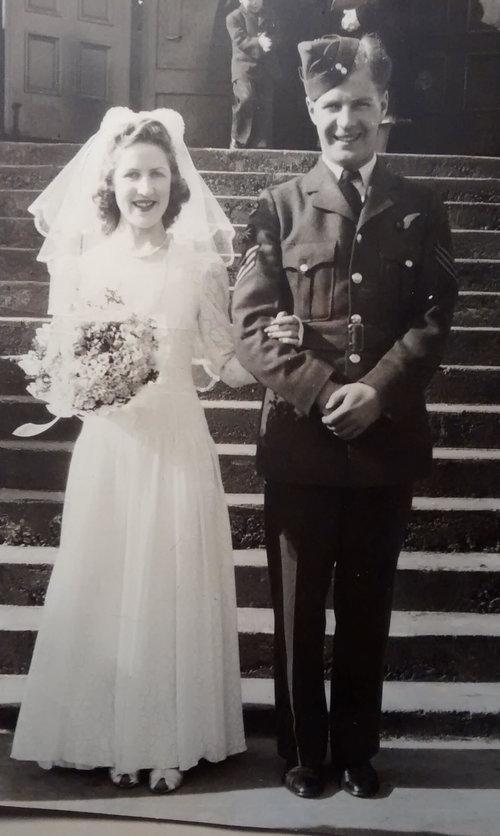 4c+--+Bubs+Freeman+marries+RCAF+Airman+Norman+MacDonaldonleave1942.jpg