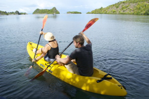 Elfi & Lukas set off on the kayak to explore Secret Bay