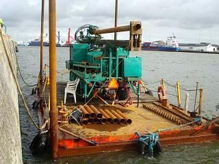 Rosa i Esbjerg Havn monteret på flåde.