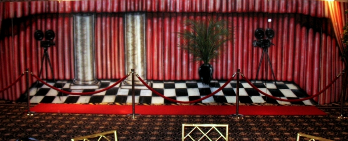 Movie Set Scene: Great for photos or anywhere that requires a class piece. Measures 8' tall and 32' wide, foamcore.